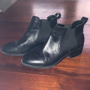 Steve Madden Dicey Leather bootie